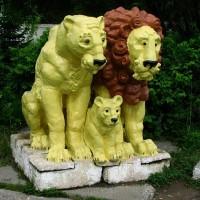 Фигуры львов в Северском зоопарке. Фото: Fellini